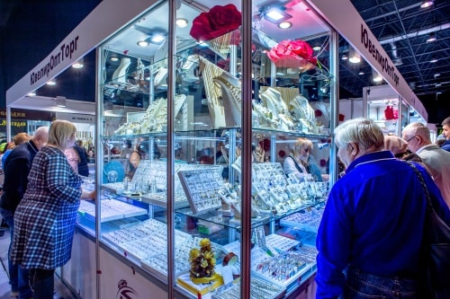 """Jewellery Siberia is the rare case when we retail,"" says Tatyana P. Mets, head of the Sales Department of YuvelirOptTorg"